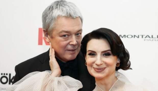 Екатерину Стриженову заподозрили в третьей беременности