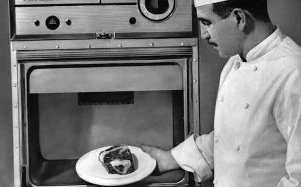 Когда советские инженеры создали первую в мире микроволновую печь