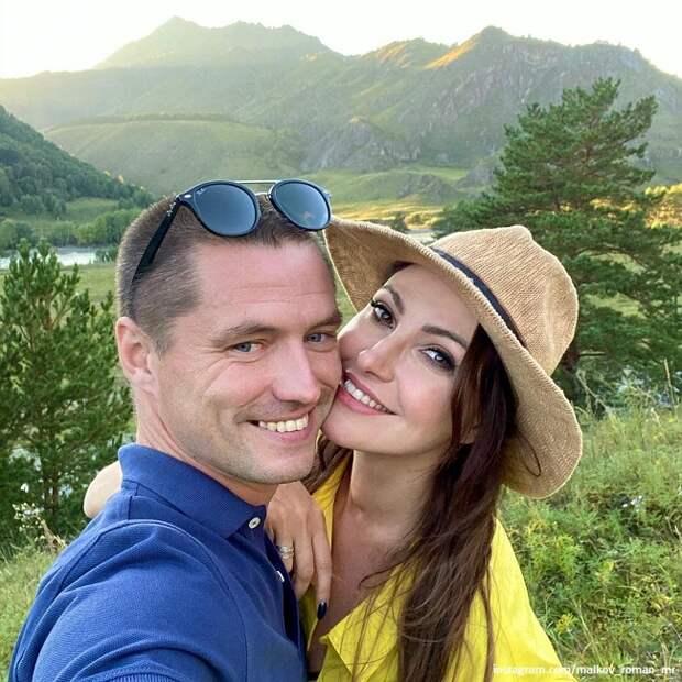 Анастасия Макеева продает свои свадебные фото