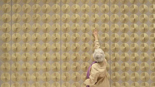 Панно Шейлы Хикс в общественном пространстве.