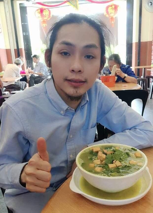 парень с бородкой и тарелка супа