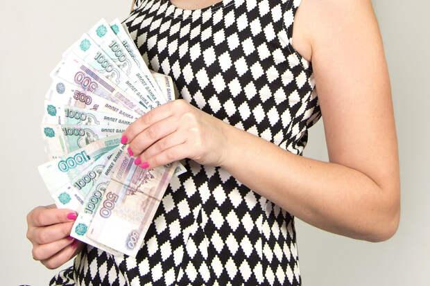 Роструд уточнил порядок выплаты зарплат в апреле