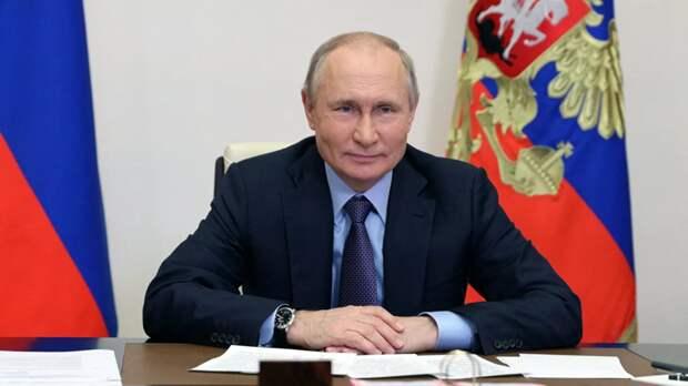 Путин выступил с поздравлением ко Дню России