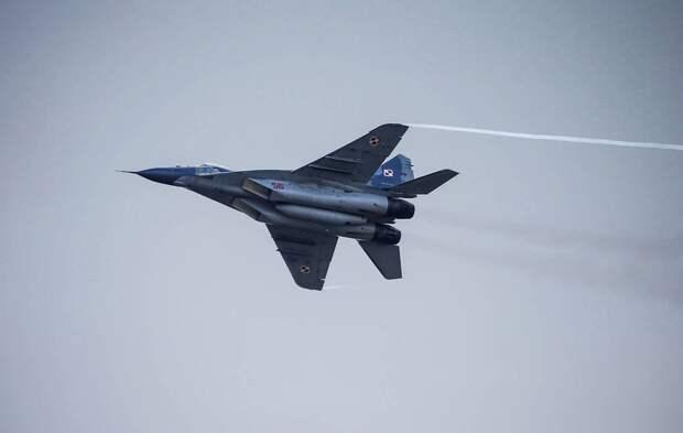Дружественный огонь: пилот польского истребителя открыл стрельбу по коллеге