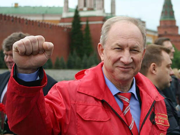 «Это ненормально»: Рашкин в День Победы обвинил Путина в переписывании истории