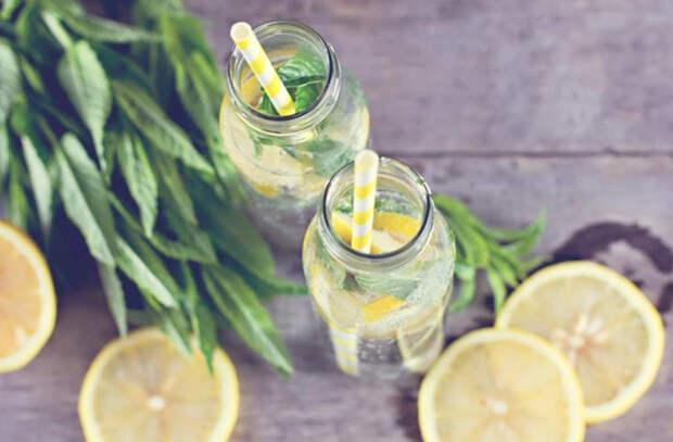 Стакан воды с лимоном по утрам поможет укрепить иммунитет