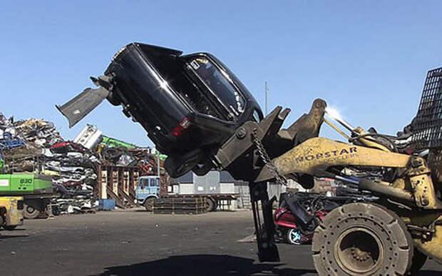 Полиция показала на видео уничтожение автомобилей стритрейсеров