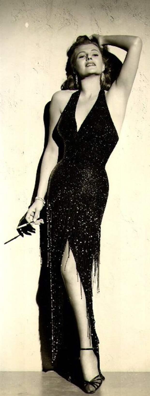 Самые чувственные фотографии кинобогини Золотой Эры Голливуда Риты Хейворт.