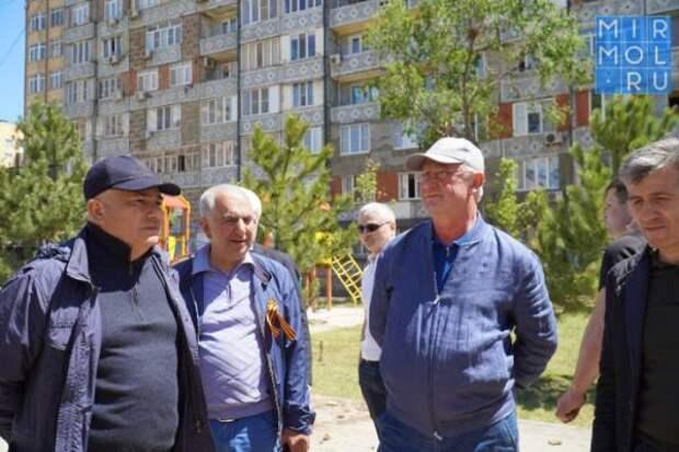 В Каспийске ко Дню Победы благоустроили сквер