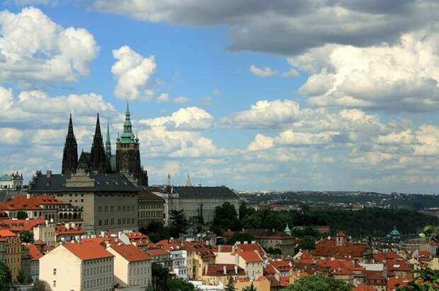 МИД РФ ответил на требование властей Праги вернуть землю в парке Стромовка, где находится посольство России