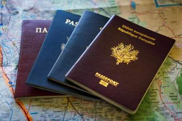 Путин предложил запретить чиновникам иметь второе гражданство
