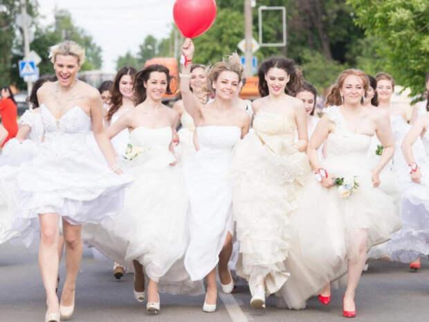 Астролог назвала неудачные даты для проведения свадьбы летом