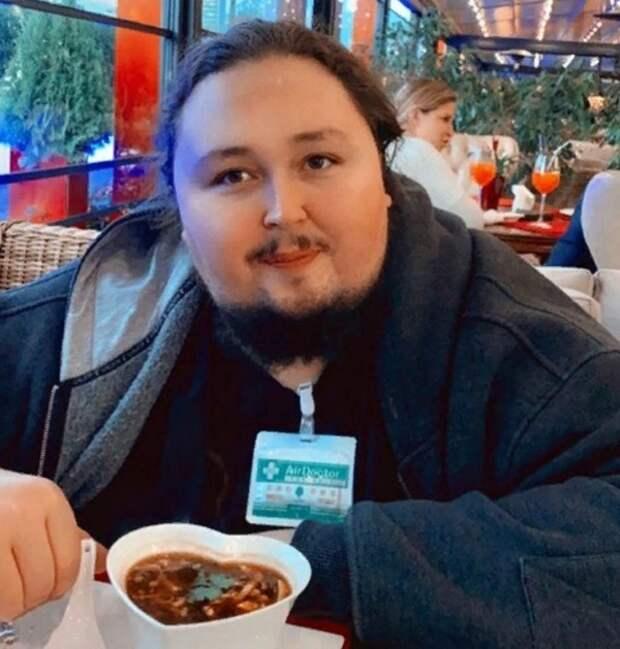 Лука Сафронов оказался запертым в туалете аэропорта, а его багаж превысил норму радиации