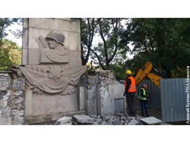 Памятники Красной Армии в Польше защищает лишь прах советских солдат