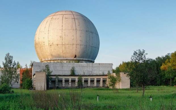 Старый гигантский купол радиолокационной антенны, часть бывшего противоракетного комплекса в Наро-Фоминске, Saoirse2013 заброшенные здания, маяк, просторы, россия, церкви