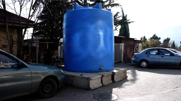 Из Симферополя в Ялту доставили 100 ёмкостей для воды