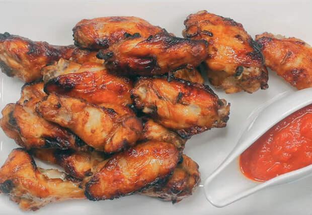 Курицу не жарим, а печем: делаем сочные кусочки в соусе