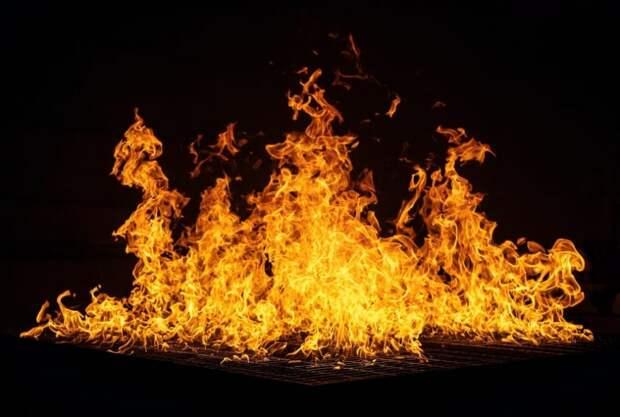 На Международном шоссе сгорела стройплощадка