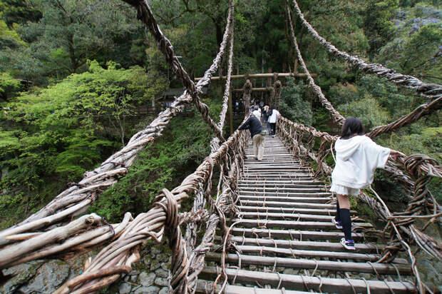 8 пугающих мостов мира, пройти по которым отважатся лишь безумцы