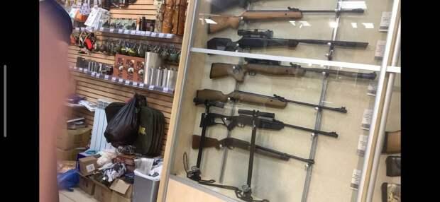 Силовики нагрянули в магазин в Йошкар-Оле, где казанский стрелок купил оружие: в чем виноваты торговцы