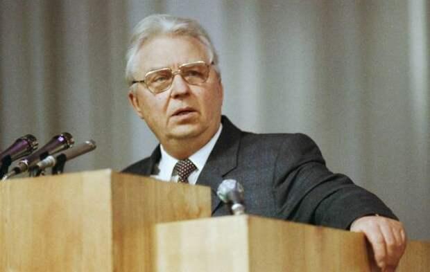 Умер Егор Лигачев
