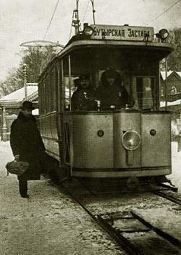 06.04.1899 открылось регулярное движение первого электрического трамвая в Москве. Трамвай сменил собой конку – конную железную дорогу.