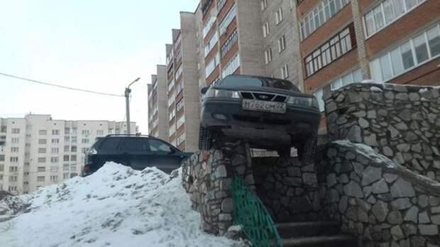 Daewoo Nexia решила припарковаться на перилах