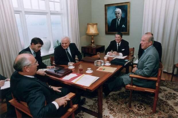 Анатомия «перестройки»: как США и Великобритания вели к власти Горбачёва