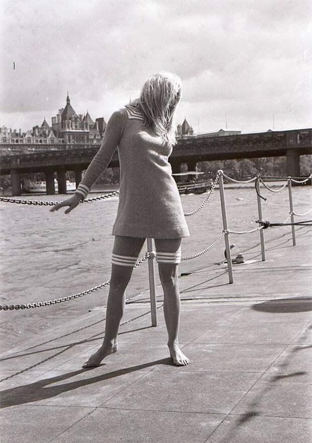 """Брижит Бардо во время съёмок фильма """"Две недели в сентябре"""" 1967 года."""