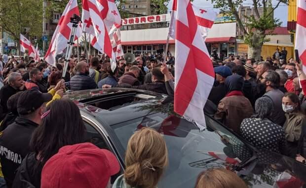 Пока грузины зашивают рты, Грузия заползает в Европу