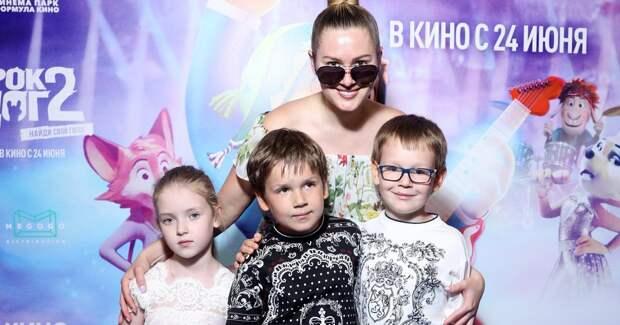 Кожевникова с детьми, Муцениеце и другие звезды на кинопремьере