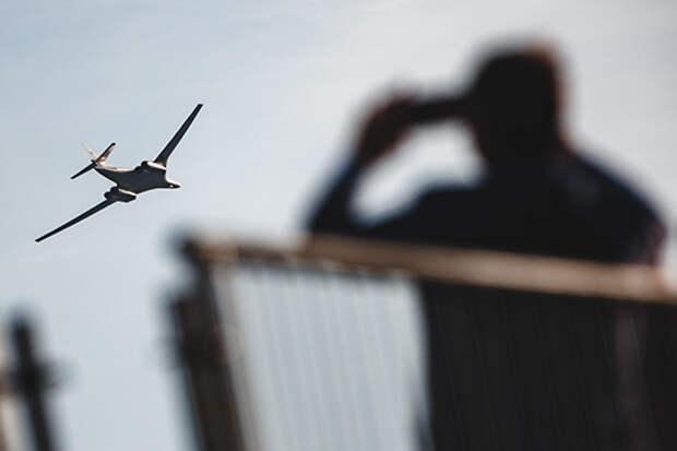 Казанский авиазавод— филиал «Туполева» (КАЗ) серийно ничего невыпускает: модернизирует строевые Ту-160 (на фото) истроит специальные (для правительственного специального летного отряда «Россия» идля военных) Ту-214