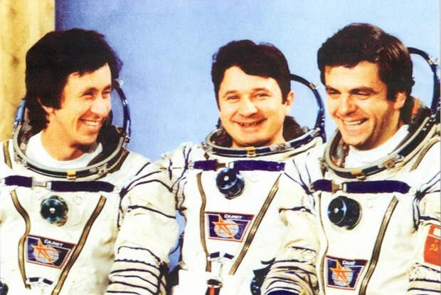 Американо астронавто — Облико не морале?!