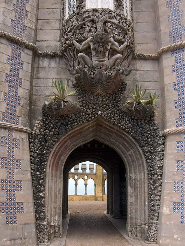 Уникальный дворец Пена в Португалии