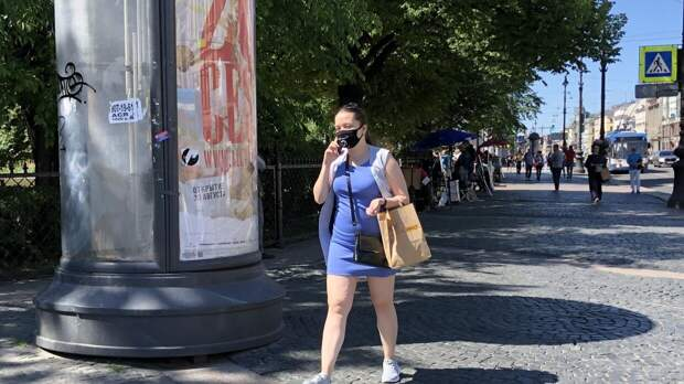 Роспотребнадзор разъяснил, как носить маски в жаркую погоду
