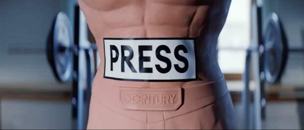 Захарова избила манекен с надписью «PRESS» и решила объясниться