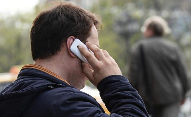 Муж больше говорит по телефону с мамой, чем со мной...