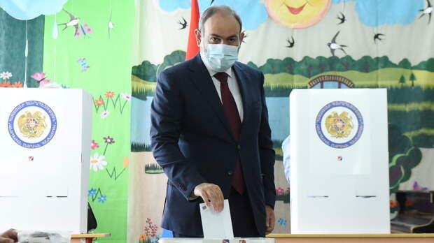 Партия Пашиняна лидирует на выборах в Армении
