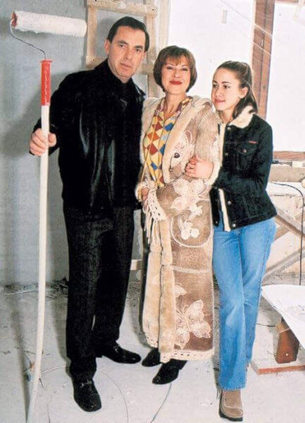 Дочь Любови Успенской старается помирить мать с бывшим мужем