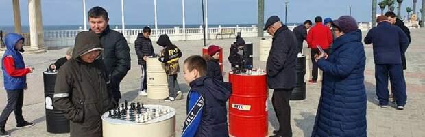 В Актау заработала зона для игры в шахматы