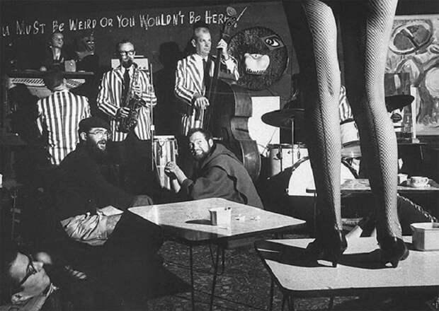 Сцена в ночном клубе битников, 1960 год.