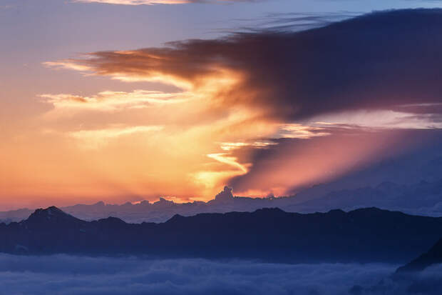 Проходя краски гор, краски неба.