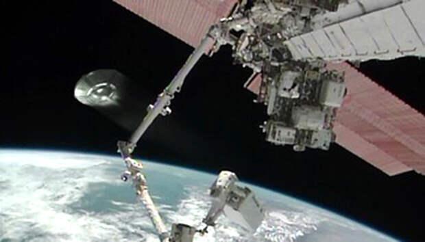 Камера МКС засняла НЛО, летящий к Земле
