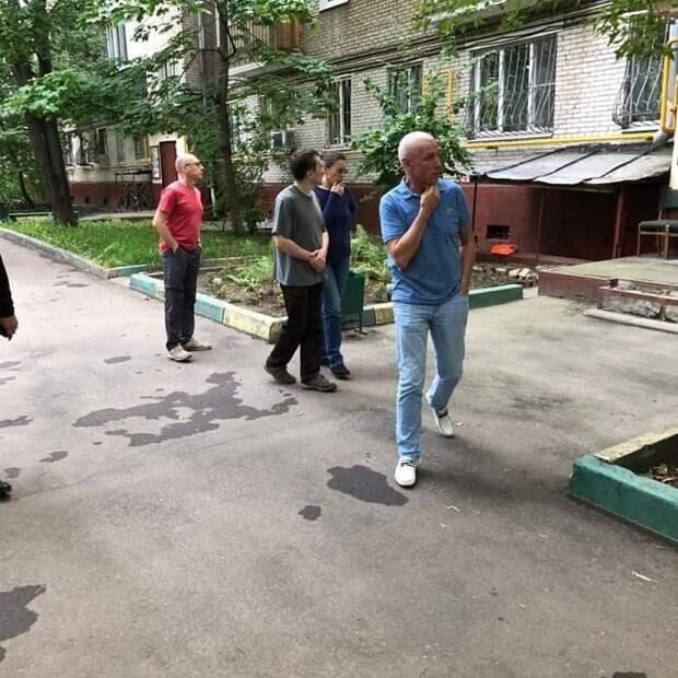 Водосточную трубу дома в 3-м Михалковском ожидает ремонт