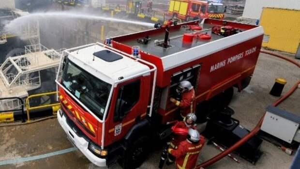 Загоревшийся химзавод под Парижем вызвал опасения у экологов