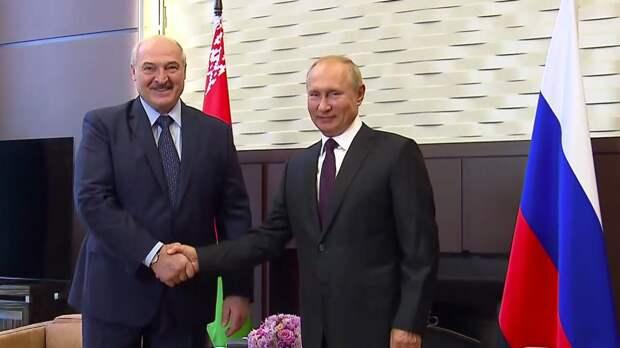 Лукашенко рассказал о содержимом чемодана, который привозил на встречу с Путиным