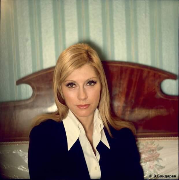 Ведущая актриса одного из старейших и легендарных театров России — МХАТ имени А. П. Чехова.