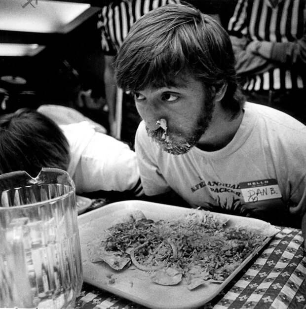 Поедание мексиканское еды на скорость, 1984.