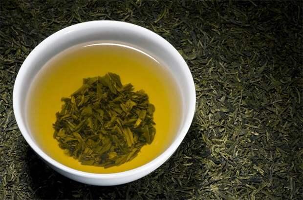 Названы продукты, которые опасно запивать горячим чаем