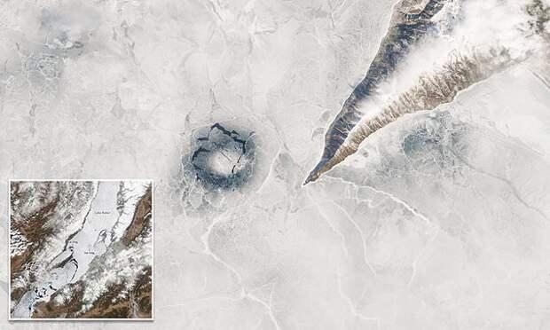 Ученые наконец разгадали тайну странных кругов на льду Байкала